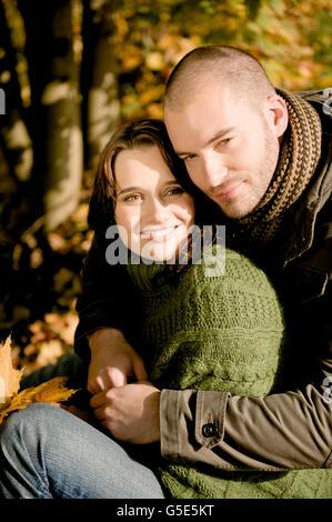 Junges Paar, Herbst Szene - Stockfoto