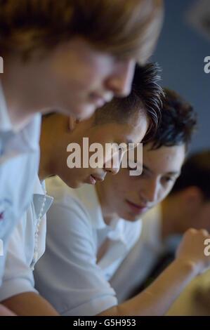 Schülerinnen und Schüler im Computerraum. England. UK - Stockfoto