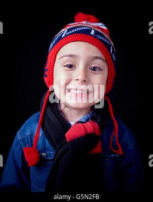 Close up Portrait of Hispanic junge warme Kleidung zu tragen - Stockfoto
