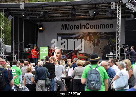 Trafalgar Square, London, UK. 22. Juni 2016. Promis und Familienmitglieder zu sammeln, mit der Öffentlichkeit zu - Stockfoto