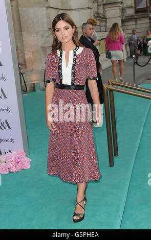 London, UK. 22. Juni 2016. Jenna Coleman besucht das V & A-Sommerfest im Victoria and Albert Museum. Bildnachweis: - Stockfoto