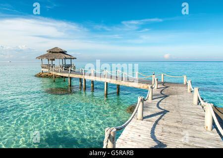 Sommer, Reisen, Urlaub und Ferien-Konzept - Holzmole in Phuket, Thailand. Verwendung für Sommer Reisen und Urlaub - Stockfoto