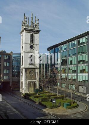 Kirche St Mary Somerset in der City of London, barocke Turm mit Zinnen und Obelisken vielleicht von Nicholas Hawksmoor - Stockfoto