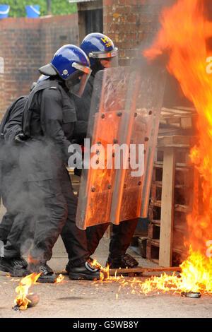 Polizei Riot Offiziere öffentliche Ordnung Taktik - Stockfoto