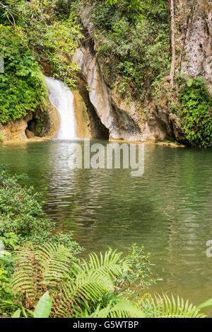 Caburní Wasserfall und Pool in der Nähe von Trinidad, Kuba - Stockfoto