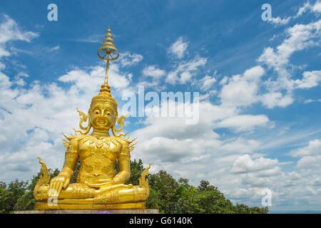 Goldene Statue des Buddha im Wat Phra, dass Doi Saket, Chiang Mai, Thailand. - Stockfoto