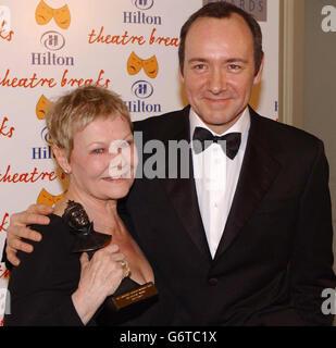 Dench & spacigen Olivier Awards 2004 - Stockfoto