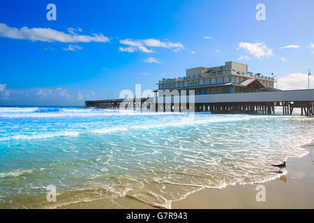 Daytona Beach, Florida mit Pier und Küste USA - Stockfoto