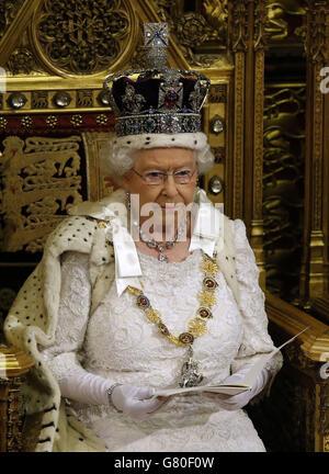 Königin Elizabeth II. Hält ihre Rede im House of Lords während der Staatseröffnung des Parlaments im Palace of Westminster in London.