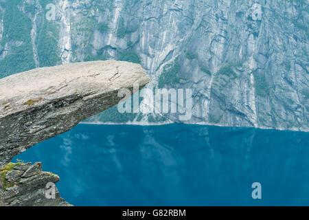 Malerische Aussicht auf Felsen Trolltunga - Troll Zunge In Norwegen. Felsen In den Bergen von Norwegen. Naturattraktionen - Stockfoto
