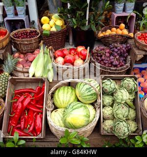 Nahaufnahme von Obst und Gemüse im Markt - Stockfoto