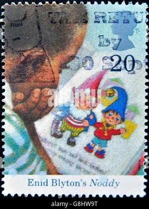 Vereinigtes Königreich - CIRCA 1997: Eine Briefmarke gedruckt in Großbritannien zeigt Enid Blyton? s, Noddy, ca. - Stockfoto