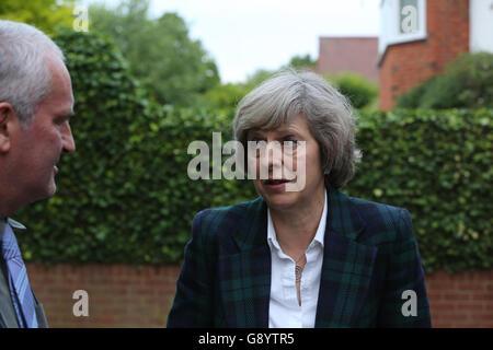 London, UK, 30. Juni 2016. Theresa May kommt in Hampstead und Kilburn Bestandteile Haus um einen kurzen Vortrag - Stockfoto