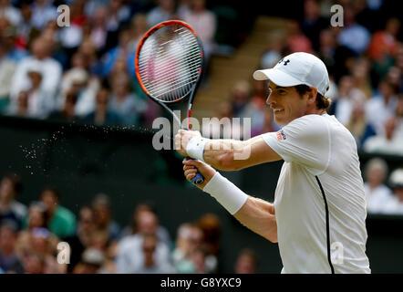 London, UK. 30. Juni 2016. Andy Murray aus Großbritannien trifft eine Rückkehr zu Lu Yen-Hsun von Chinese Taipei - Stockfoto