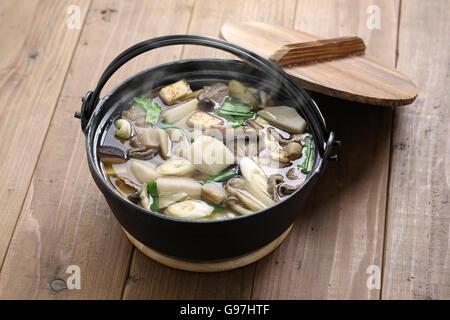 Imoni, japanischen Eintopf kochen, Taro Kartoffeln und Rindfleisch - Stockfoto