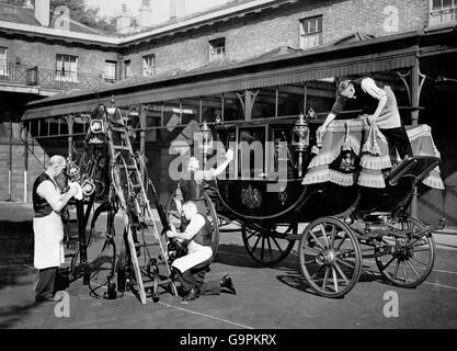 Britische königliche Familie - Hochzeiten - Prinzessin Elisabeth & Philip Mountbatten - Vorbereitung - London - 1947 Stockfoto