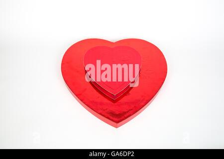 Eine herzförmige Schachtel Valentinstag Pralinen. - Stockfoto