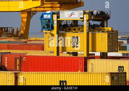 container terminal bremerhaven stockfoto bild 48817525 alamy. Black Bedroom Furniture Sets. Home Design Ideas
