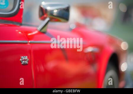 Detail von einem roten 1964 Triumph TR4-Cabrio-Sportwagen. - Stockfoto