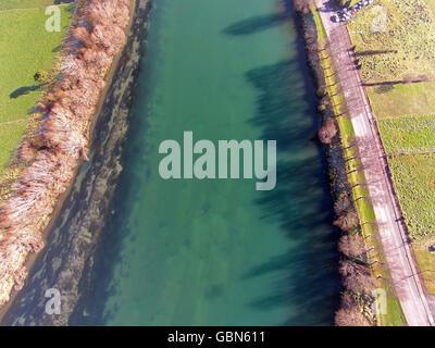 Clutha River in Kaitangata, in der Nähe von Balclutha, Clutha District, South Otago, Südinsel, Neuseeland - drone - Stockfoto