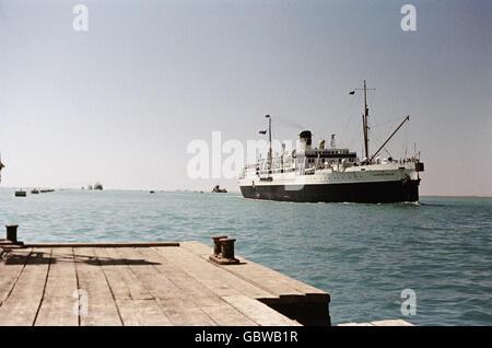Geographie/Reisen, Ägypten, Suez Kanal, Frachtschiff, 1956, Additional-Rights - Clearences-NA - Stockfoto