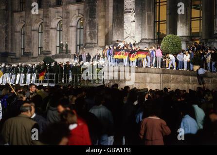 Geographie/Reisen, Deutschland, Wiedervereinigung, Feier, vor Reichstag, Berlin, 2.-3.10.1990, Additional-Rights - Stockfoto