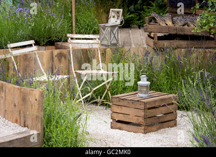 hampton court palace gardens versunkene garten fr hling blumen tulpen ersyimum bl te formale. Black Bedroom Furniture Sets. Home Design Ideas