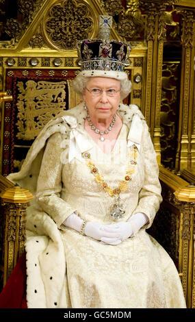 Die britische Königin Elizabeth II. Hält ihre Rede während der Eröffnung des Parlaments.