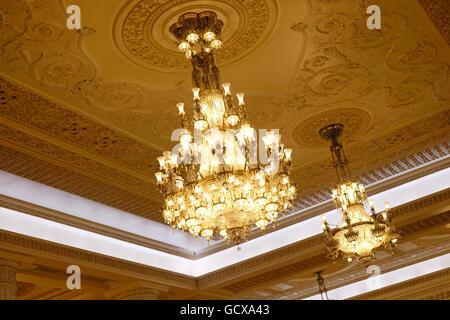 Kronleuchter Breit Kristall ~ Decke mit kristall kronleuchter in bukarest palast des parlaments
