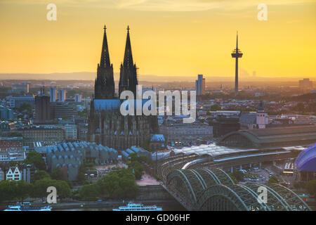 Köln, Deutschland Luftbilder Übersicht vor Sonnenuntergang - Stockfoto