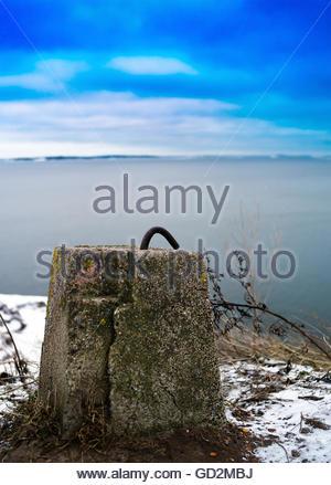 Vertikale lebendige nördlichen konkrete Metallverschluss Hintergrund zurück - Stockfoto