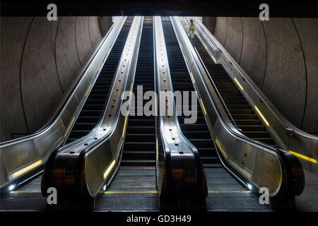 Washington DC Metro Station Zug u-Bahn Rohr - Stockfoto