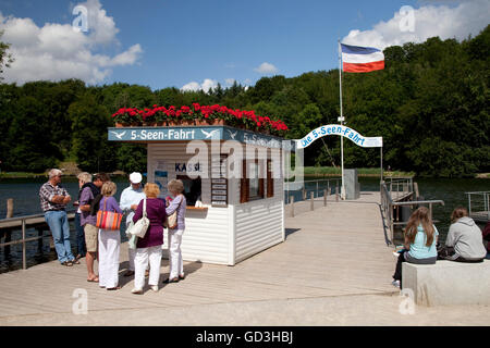 Pier am See Dieksee, 5-Seen-Fahrt, Bad Malente-Gremsmuehlen, Naturpark Naturpark Holsteinische Schweiz, Schleswig - Stockfoto