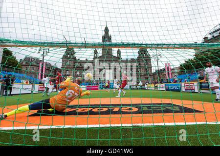 Glasgow, Schottland. 12. Juli 2016. Espanyol-Aktion bei der Homeless World Cup in George Square, Glasgow. Bildnachweis: - Stockfoto