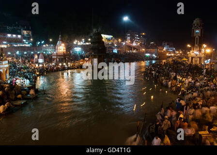 Ganga Aarti am Har-Ki-Pauri Ghat - Stockfoto