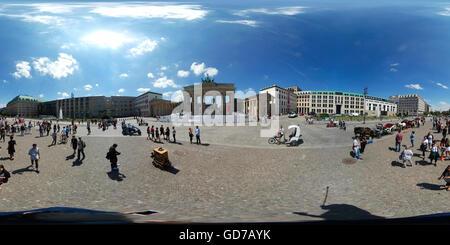 360 x 180 Grad Panorama: Brandenburger Tor, Pariser Platz, Berlin-Mitte. - Stockfoto