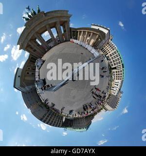 Vollkreis Panorama: Brandenburger Tor, Pariser Platz, Berlin-Mitte. - Stockfoto