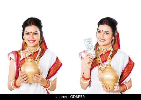 1 indische Bengali Erwachsene Frau Multiple Persönlichkeit Sparschwein Geld sparen - Stockfoto