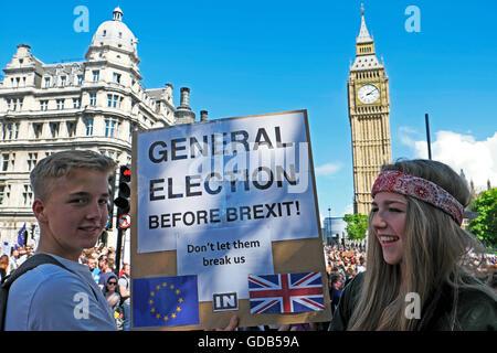 """'March für Europa"""" jugendlich bleiben Wähler Protest demo Nachfrage allgemeine Wahl vor Brexit London UK 2. Juli - Stockfoto"""