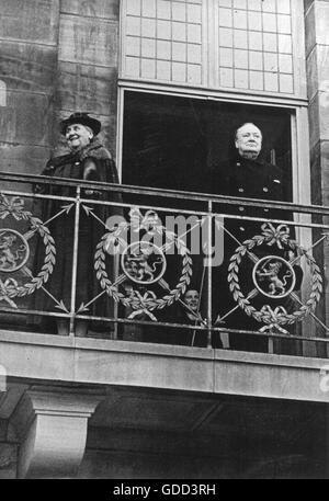 Churchill, Winston, 30.11.1874 - 24.1.1965, britischer Politiker (Cons.), Besuch der Niederlande, Ankunft am Flughafen - Stockfoto