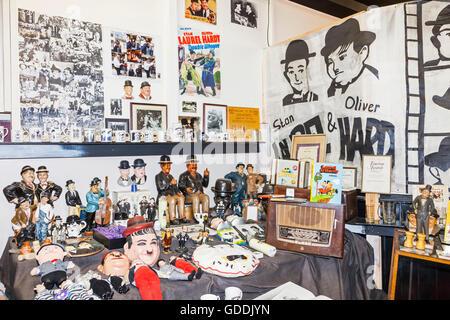 England, Cumbria, Lake District, Ulverston, Laurel und Hardy Museum, Anzeige von Laurel und Hardy Memorabilien - Stockfoto