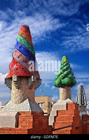 "Eigenartige ""Garten"" auf dem Dach des Palau Güell (Architekt Antoni Gaudi), Raval, Barcelona, Katalonien, Spanien. - Stockfoto"