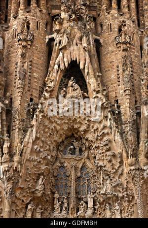 """""""Detail"""" aus der Geburtsfassade der Sagrada Famila (Architekt Antoni Gaudi), """"Markenzeichen"""" von Barcelona, Katalonien, - Stockfoto"""