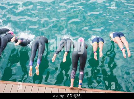 Las Palmas, Gran Canaria, Kanarische Inseln, Spanien. 17. Juli 2016. Start des Womens 1500m Schwimmen im Atlantischen - Stockfoto