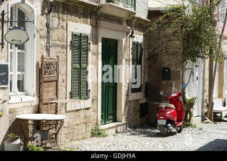 Roter Roller auf der Straße - Stockfoto