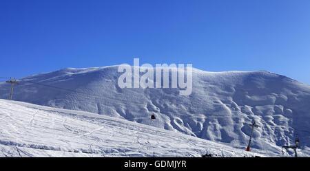 Panoramablick auf Gondel heben und ski-Piste. Kaukasus, Georgien, Region Gudauri - Stockfoto