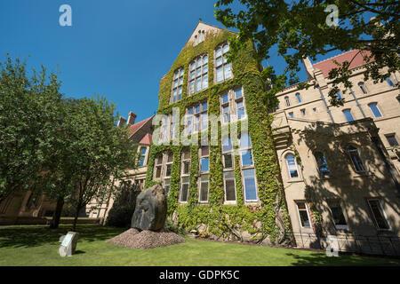 Der Efeu gekleidet Beyer Gebäude – eine der vielen Gebäude, The University of Manchester - Stockfoto