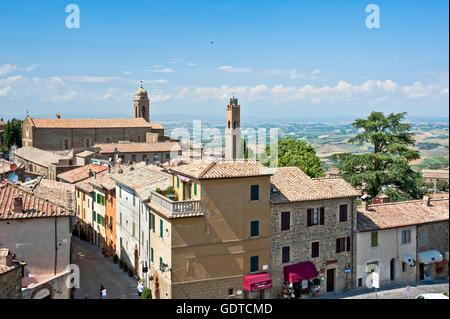 Anblick der toskanischen Stadt Montalcino, Blick von der Festung über, Toskana, Provinz Siena - Stockfoto