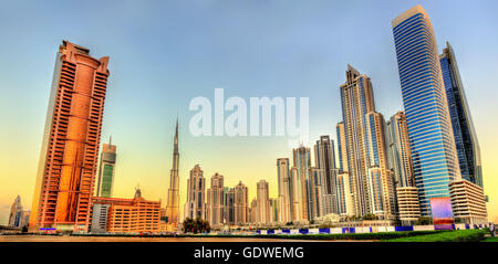 Wolkenkratzer in Business Bay Viertel von Dubai, Vereinigte Arabische Emirate - Stockfoto