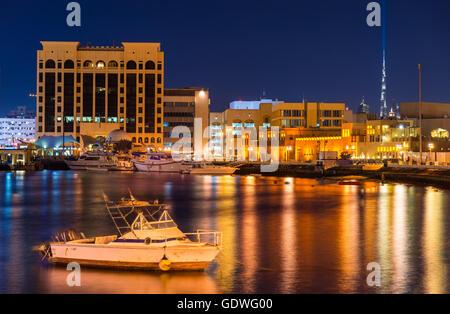 Blick auf Dubai Creek am Abend, Vereinigte Arabische Emirate - Stockfoto